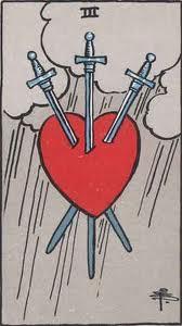 El Tres de Espadas en el Amor y Amistad